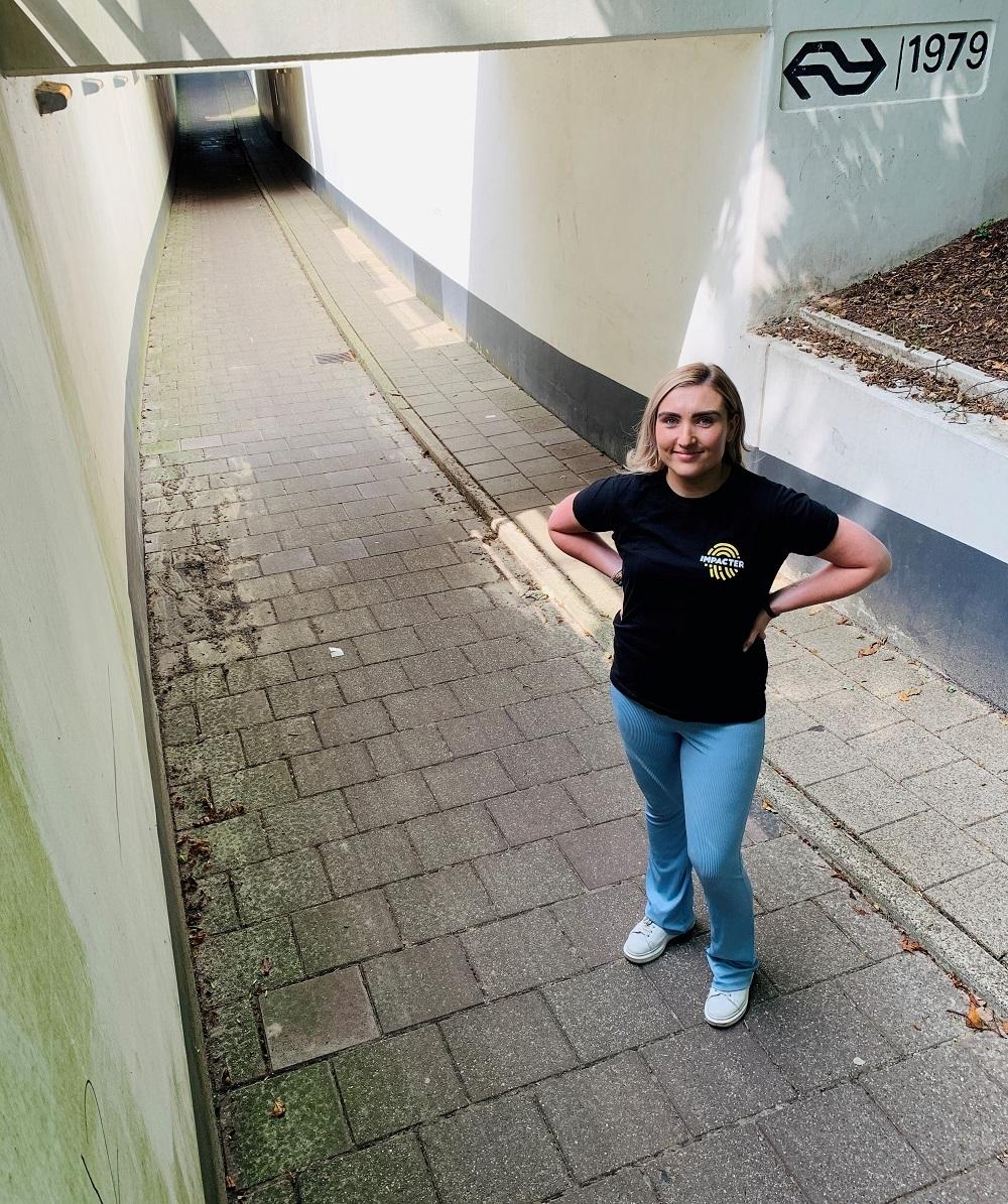 Laureen Velnaar Bij Tunnel Onder Ns Station Vroomshoop